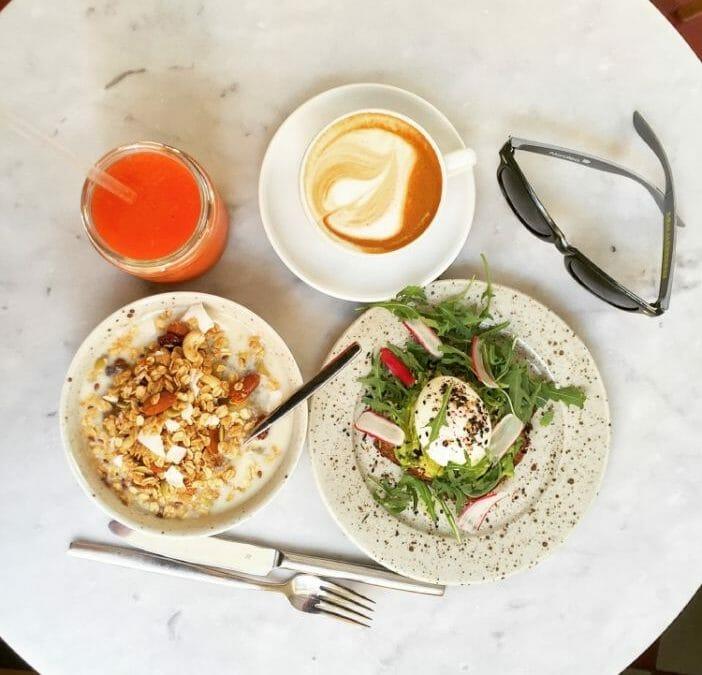Frukost at Pom & Flora Café