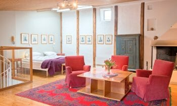 Stay spacious and comfortable in a hotel apartment in the middle of Stockholm